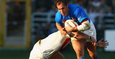 Parisse: Takes on the England defence