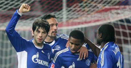 Farfan celebrates with his team-mates