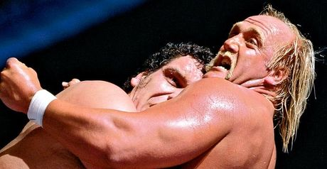 Andre the Giant and Hulk Hogan grapple at WrestleMania III