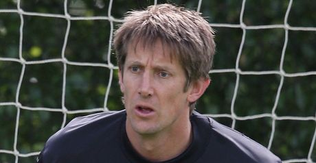Van der Sar: Set to decide future