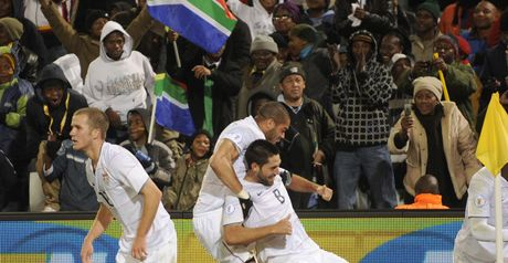 USA celebrate Dempsey's goal