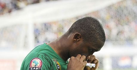 Eto'o: Kisses captain's armband