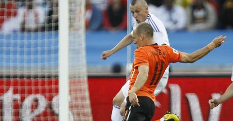 Robben: Fires home Holland&#39;s opening goal