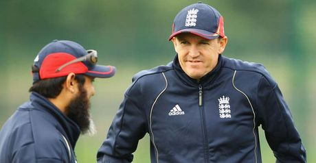 Andy Flower (R) with Mushtaq Ahmed