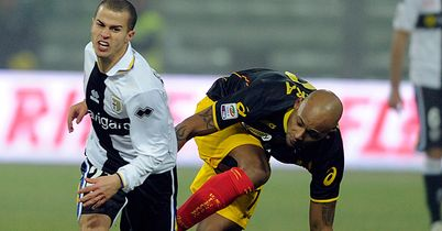 Ruben Olivera (r): Moves to Genoa