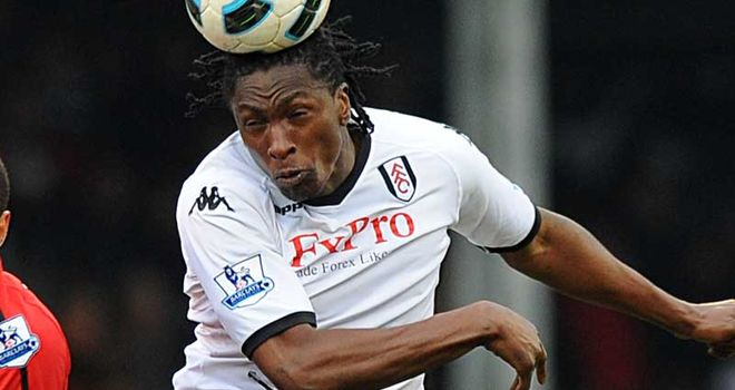 Dickson Etuhu: Fulham midfielder says he had a word with referee Peter Walton who turned down a penalty shout