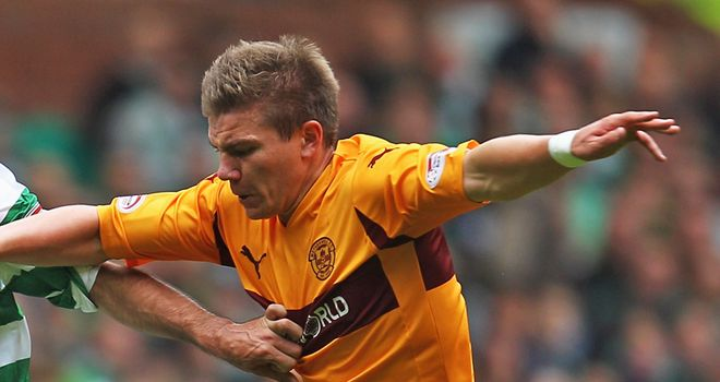 Hutchinson pens two-year extension with Motherwell