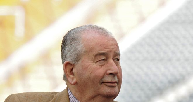 Grondona: Has criticised England for always complaining after failed attempt to postpone Fifa vote