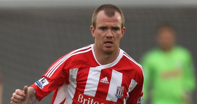 Glenn Whelan: Looking to finish in the top half and hopes to beat Tottenham on Sunday