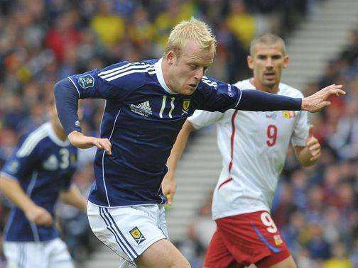 Steven Naismith: Four-year deal with Everton