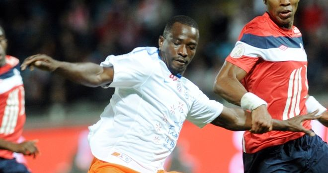 John Utaka: Nigeria striker on target for Montpellier as they close in on PSG in Ligue 1