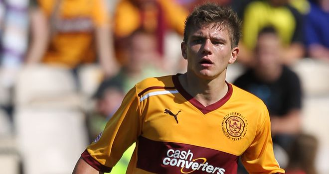 Shaun Hutchinson: Defender set to make return from injury