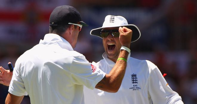 Graeme Swann (right) celebrates with Kevin Pietersen