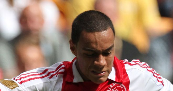 Gregory van der Wiel: Ajax defender has agreed terms with La Liga side Valencia