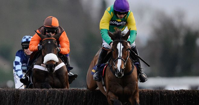 Long Run chases home Kauto Star in last year's King George