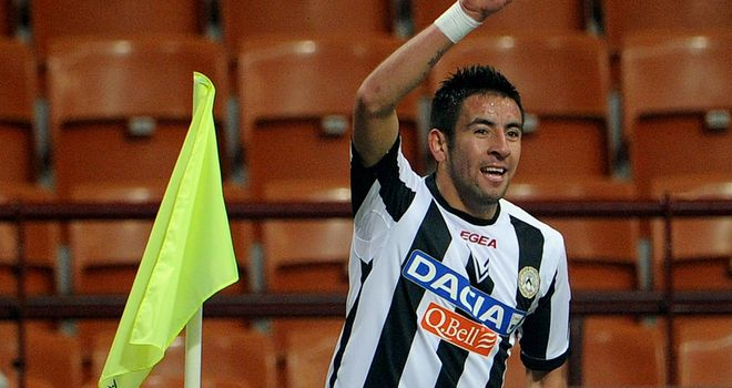 Mauricio Isla: Several 'important clubs' were chasing his signature
