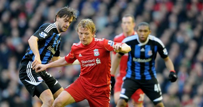 Kuyt tries to work his way past Woodgate at Anfield