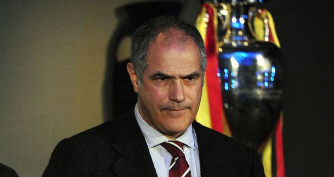Andoni Zubizarreta: Sporting director staying at Barcelona until 2016