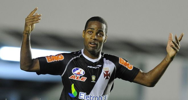 Dede: Brazilian defender doesn't want to move to Europe yet