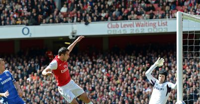 Van Persie: Saw shot hit post