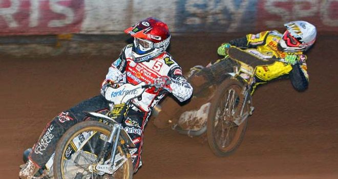 Hans Andersen (L): Led Swindon Robins to a 51-44 lead after first leg