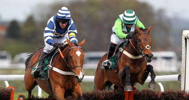 Oscar Whisky (L): Brave winner at Aintree