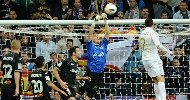 Vicente Guaita: The Valencia shot-stopper produced a string of fine saves