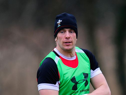 Alun Wyn Jones: Injury blow