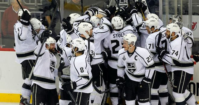 Los Angeles Kings celebrate Jeff Carter's overtime winner