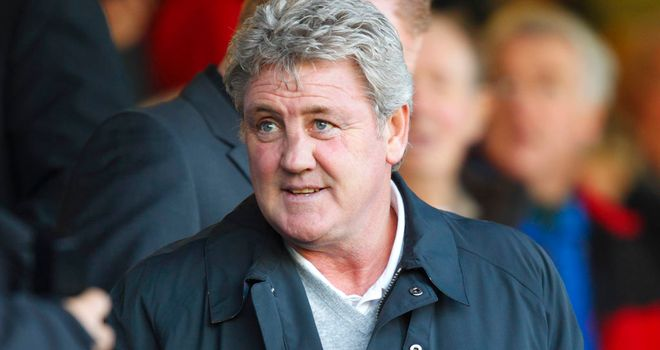 Steve Bruce: The Hull City boss has yet to dip into the transfer market despite needing a goal keeper