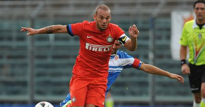 Wesley Sneijder: Pondering Galatasaray offer