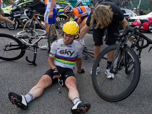 http://e0.365dm.com/12/07/504x378/Mark-Cavendish-crash-2012_2790053.jpg