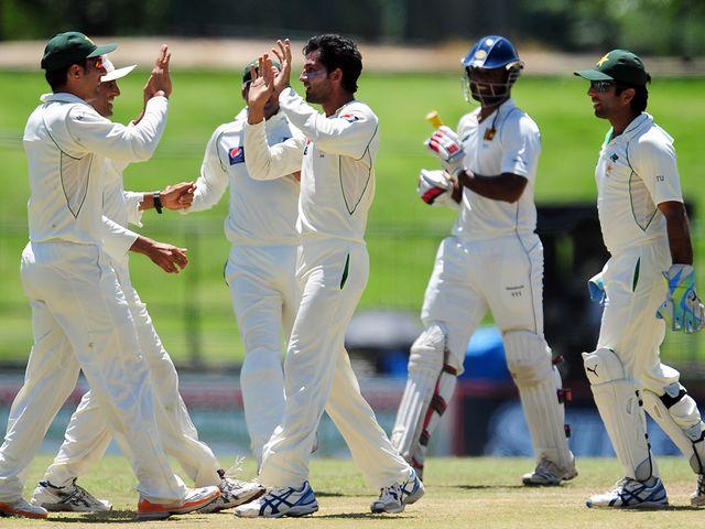 Junaid Khan takes a Sri Lanka wicket