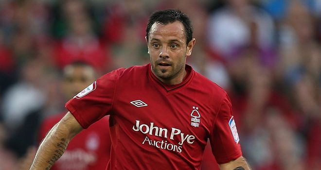 Andy Reid: Midfielder says Nottingham Forest player must support manager Sean O'Driscoll