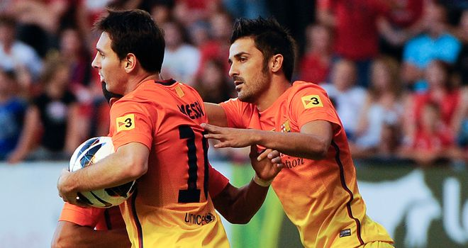 Lionel Messi (l) celebrates his first goal