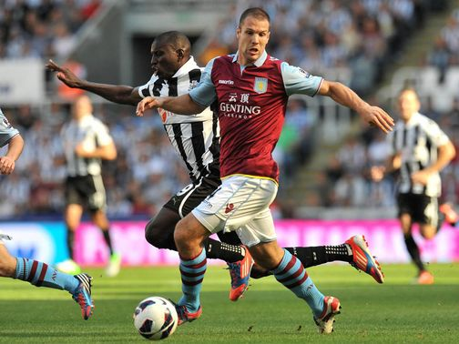 Demba Ba is blocked off by Ron Vlaar