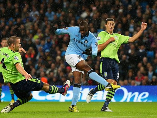 Mario Balotelli scores Man City&#39;s opening goal