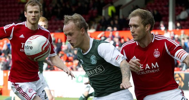 Key: Griffiths (centre) crucial to Hibs' hopes of finishing second, says Walker