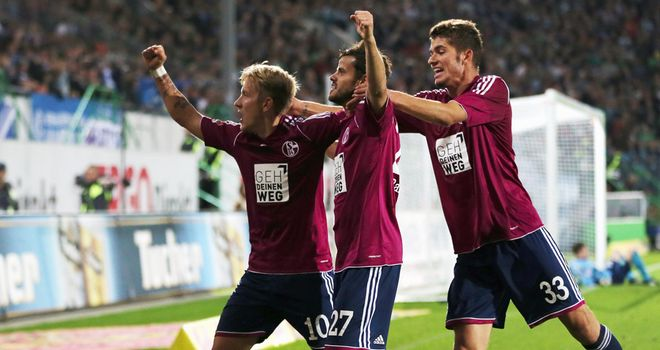 Lewis Holtby celebrates Schalke's second