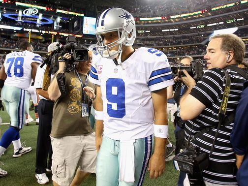 Tony Romo walks off after Dallas' defeat.