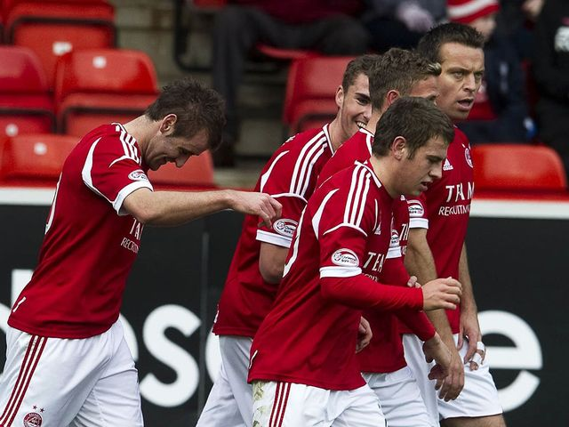 Aberdeen celebrate Niall McGinn's goal.