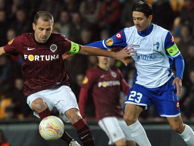 Marek Matejovsky battles with Adrian Rochet