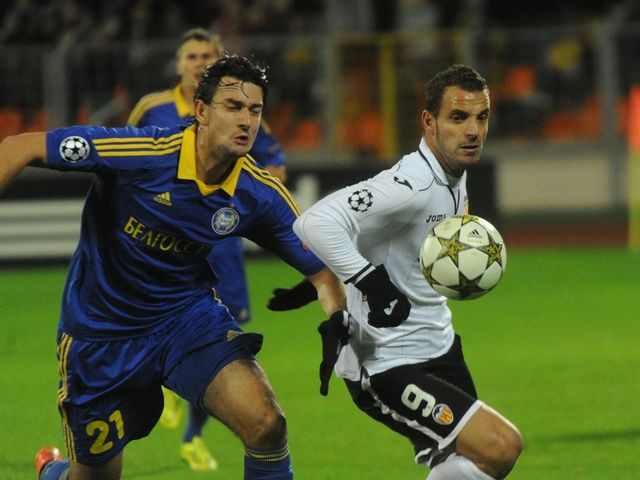 Yegor Filipenko and Roberto Soldado battle for the ball