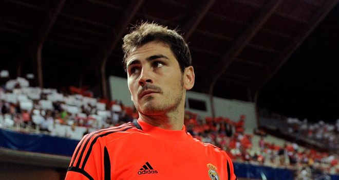 Iker Casillas: Back in training