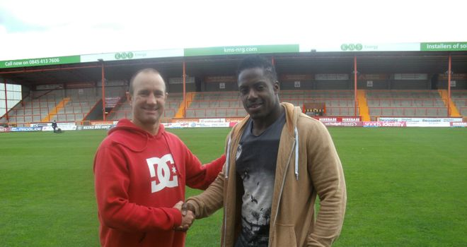Craig Sandercock welcomes Alex Brown to Craven Park (photo courtesy of Hull KR)