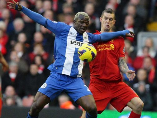 Arouna Kone holds off Daniel Agger