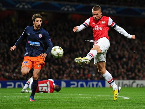 Lukas Podolski scores for Arsenal