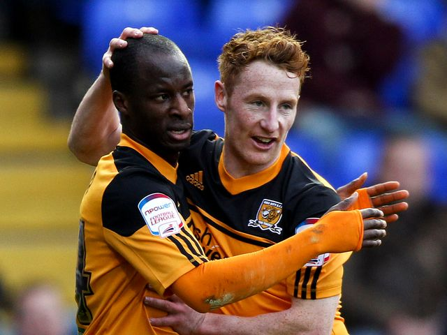 Sone Aluko and Stephen Quinn celebrate for Hull