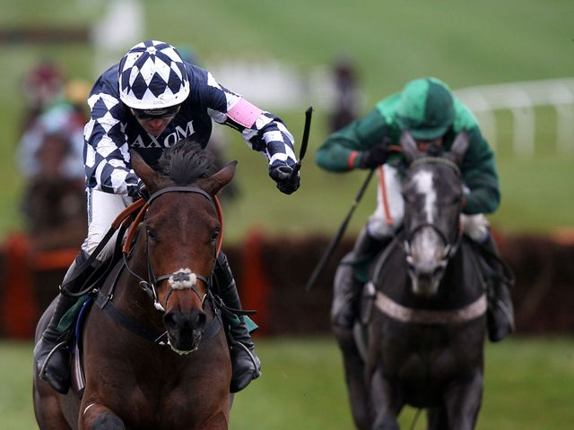 Far West pulls clear at Cheltenham