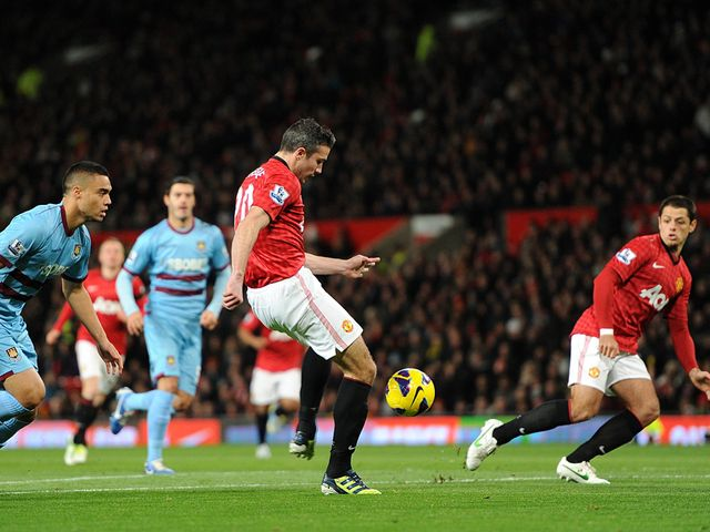 Robin van Persie gets United off to a flying start
